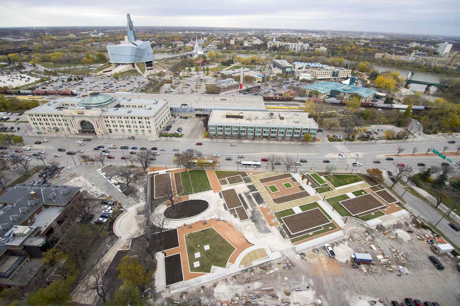 A bird's eye view of Upper Fort Garry, as seen from Prairie360 restaurant. (DAVID LIPNOWSKI / WINNIPEG FREE PRESS)