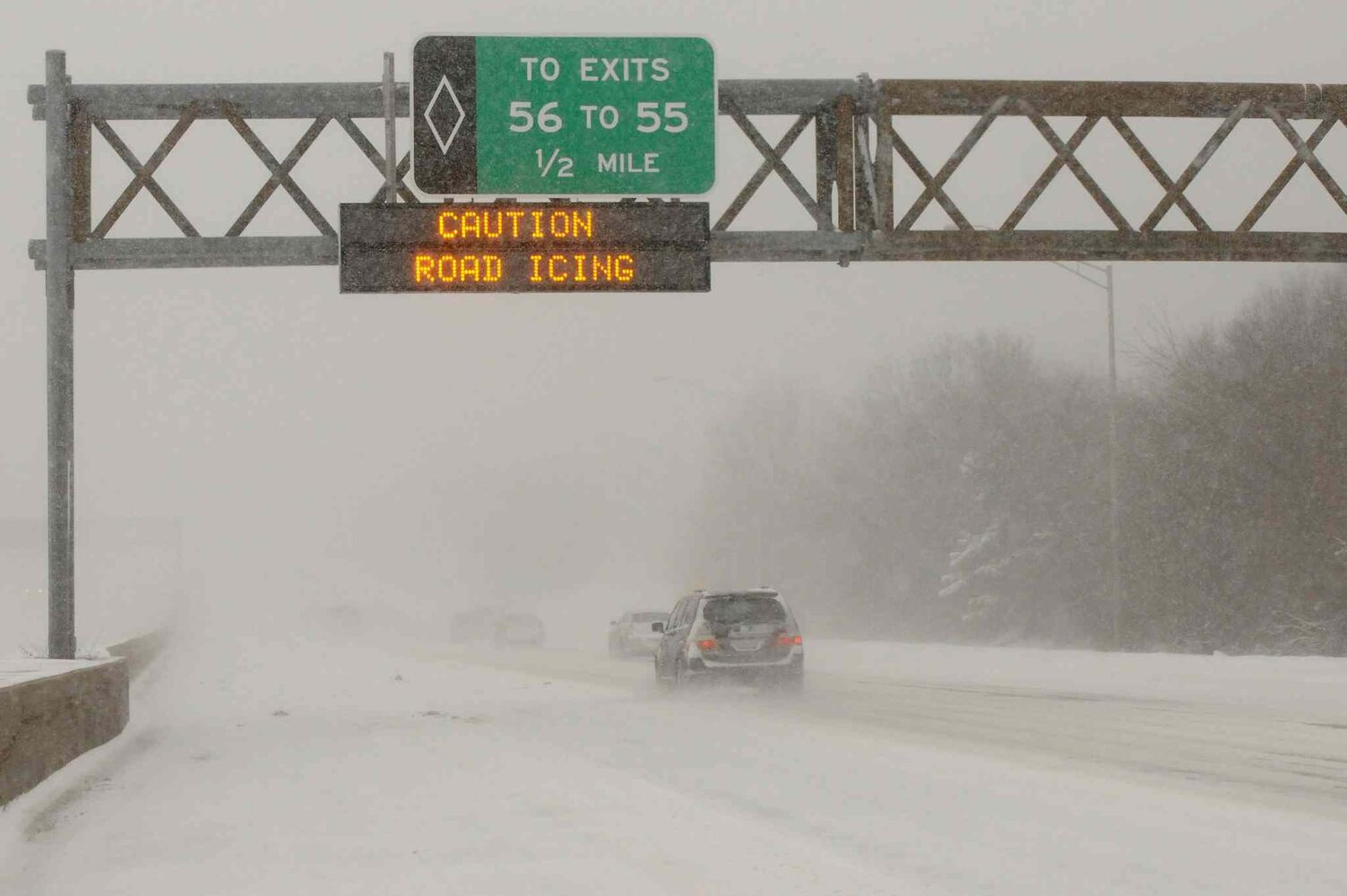 Treacherous whiteout conditions along the westbound Long Island Expressway in Hauppauge, N.Y., on Friday.  (James Carbone / Tribune Media MCT)