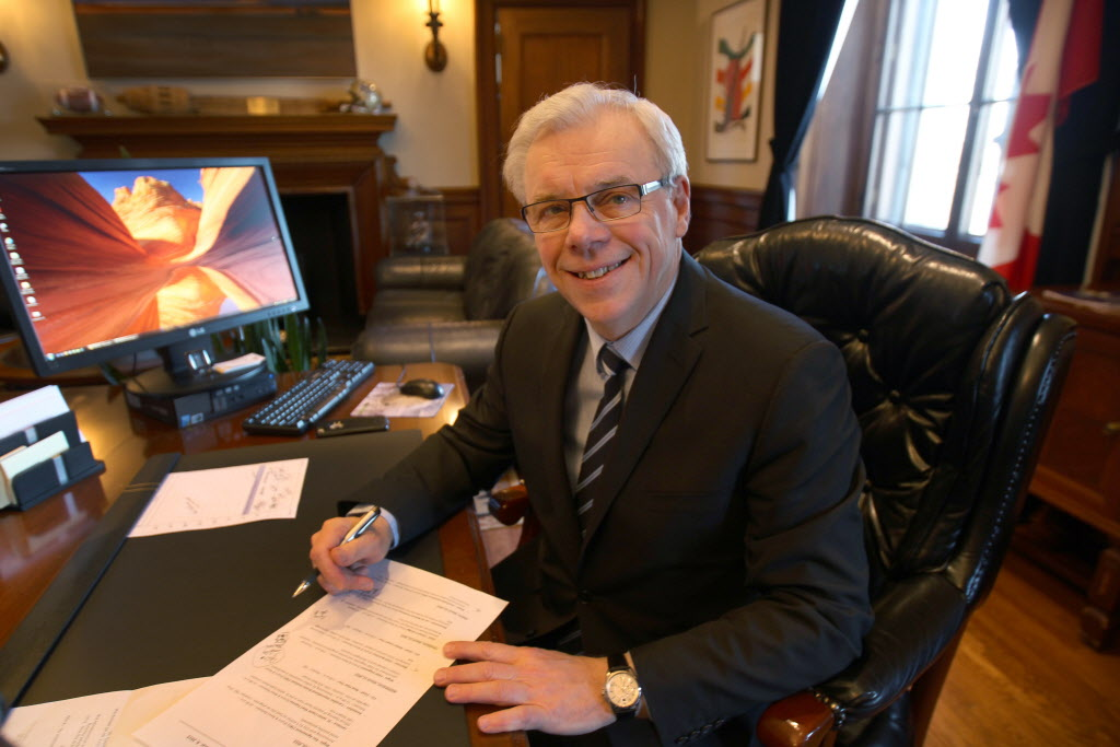 Premier Greg Selinger denies a deal was struck with the firefighters union to stop paramedics from being deemed a self-regulating profession.