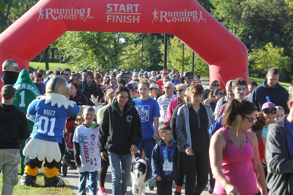 The startling line of the 35the annual Terry Fox Run. (Mike Deal / Winnipeg Free Press)