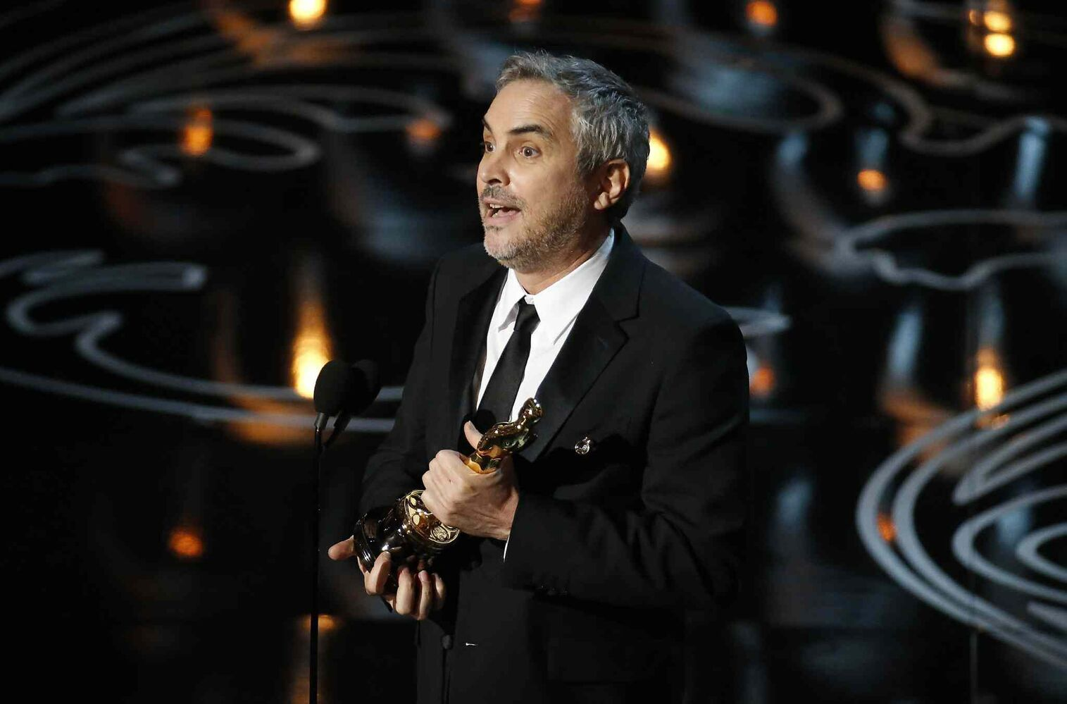 Alfonso Cuaron accepts the Academy Award for best director.   (Robert Gauthier / Tribune Media MCT)