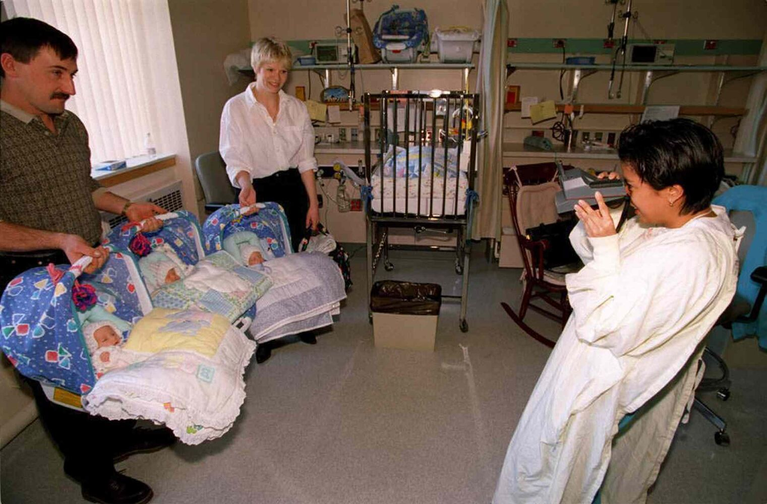 Three of the four quadruplets are discharged from the hospital in early October 1996. Nurse Jennifer Ponce, who took care of them, takes a few snaps of Heather and Ed Lavich with the three just before they leave. The fourth quadruplet, Myles, stays behind for a few more days. (JEFF DE BOOY / WINNIPEG FREE PRESS FILES)