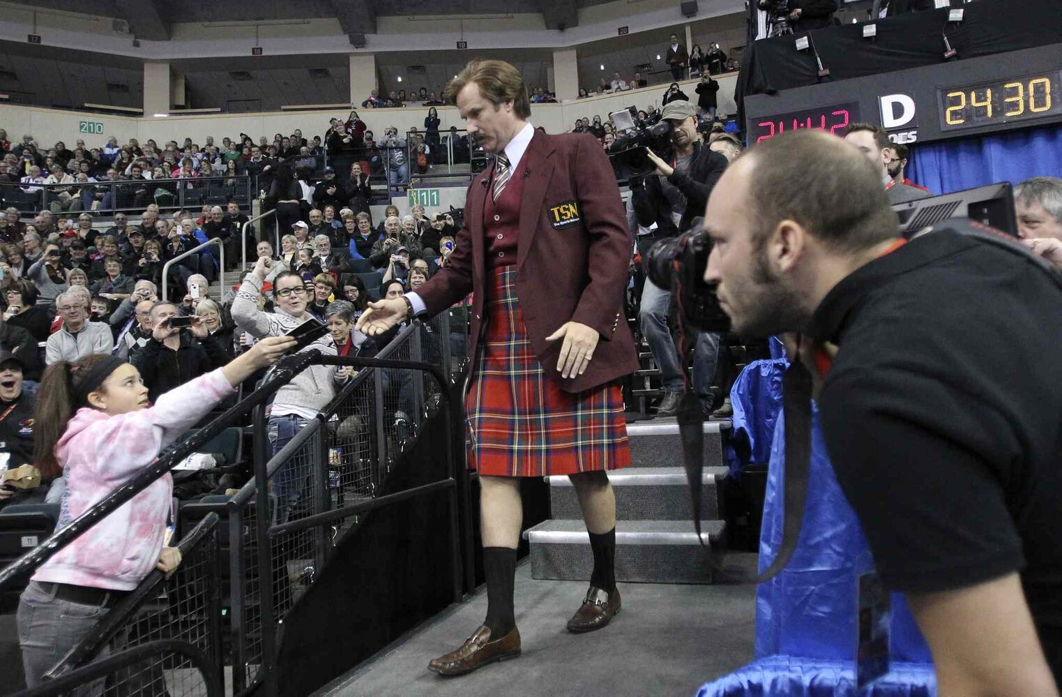 Ron Burgundy mingles with curling fans at the MTS Centre. (Mike Deal / Winnipeg Free Press)