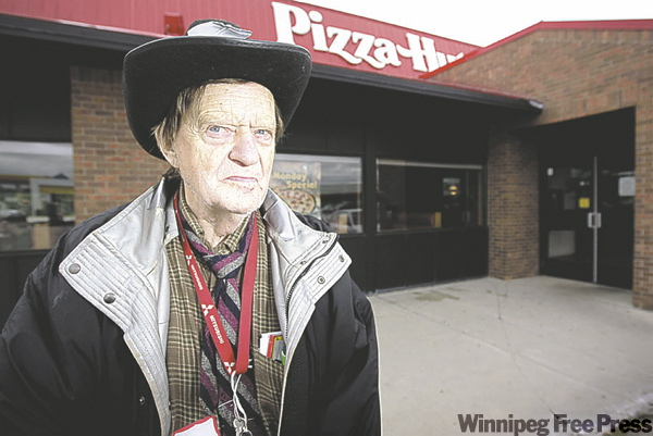Ed Rose says he was attacked by a manager of the Pizza Hut at Fermor and Lakewood. He says he holds no grudge against the restaurant.