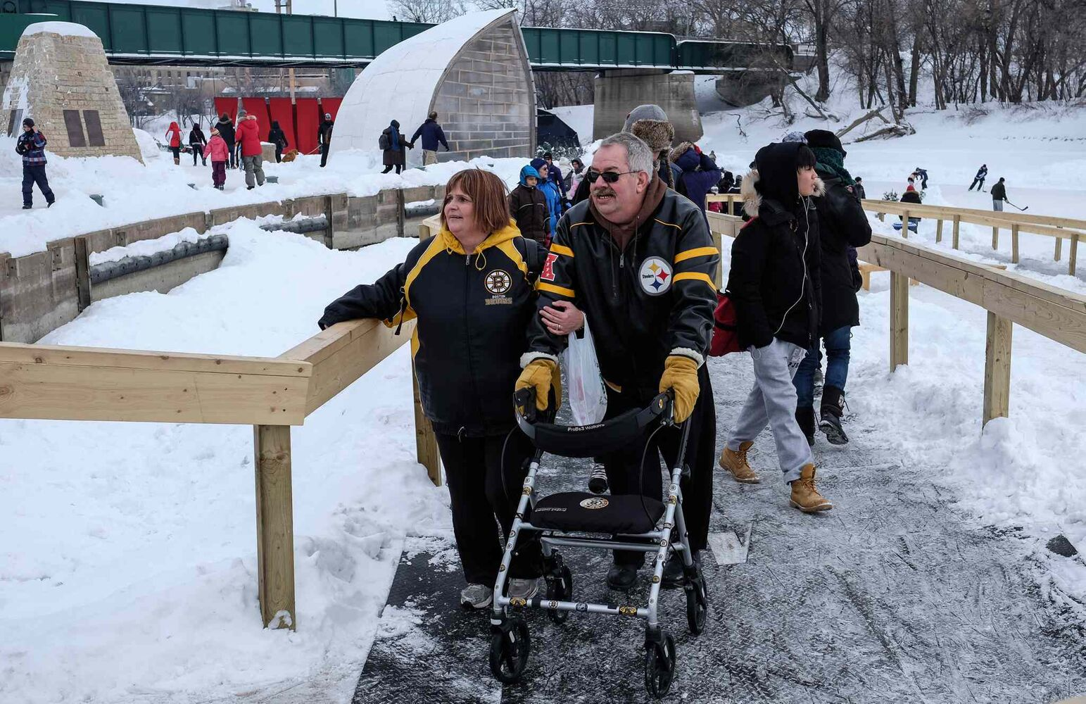 Taking it all in on a busy day at The Forks. MIKE DEAL / WINNIPEG FREE PRESS