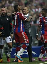 Bayern's Jerome Boateng, center left, celebrates with Bayern's head coach Pep Guardiola, center right, after he scored his side first goal during the Champions League Group E soccer match between FC Bayern Munich and Manchester City at Allianz Arena in Munich, southern Germany, Wednesday Sept. 17, 2014. (AP Photo/Matthias Schrader)