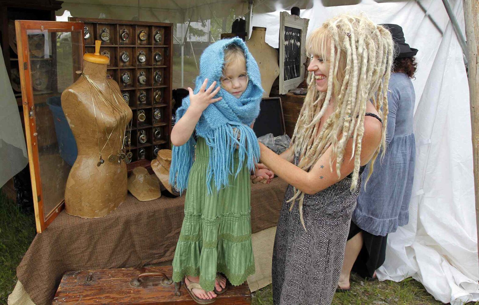 Briar MacDonald, 3, and her mom Devaki MacDonald, from Collingwood, Ont., have fun setting up their craft booth in preparation for the Winnipeg Folk Festival.  (BORIS MINKEVICH / WINNIPEG FREE PRESS)