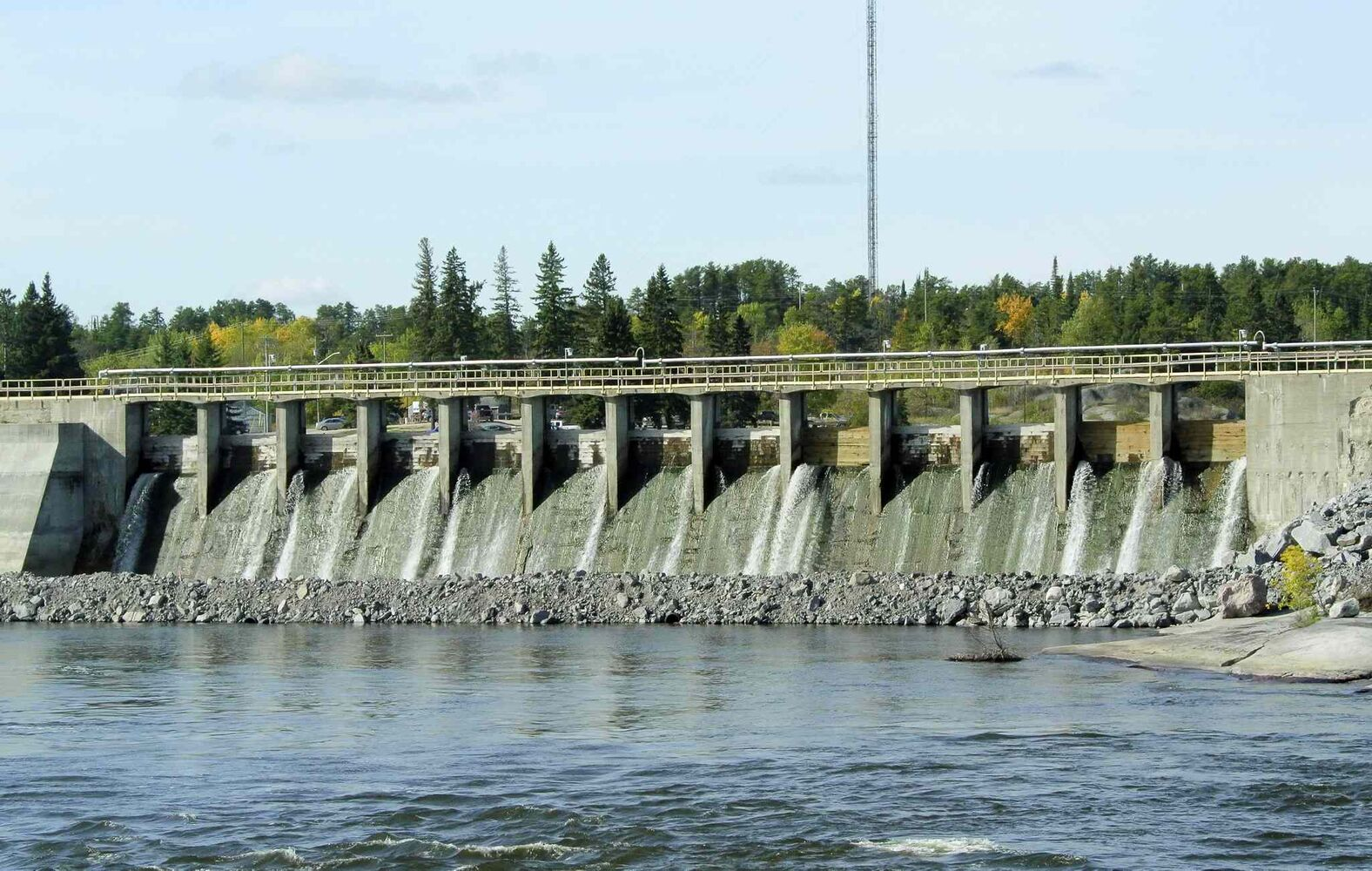 The old spillway allows water through, but the mechanics on controlling the water is over 100 years old and very dangerous for employees who manage the dam.  MIKE DEAL / WINNIPEG FREE PRESS (MIKE DEAL / WINNIPEG FREE PRESS)