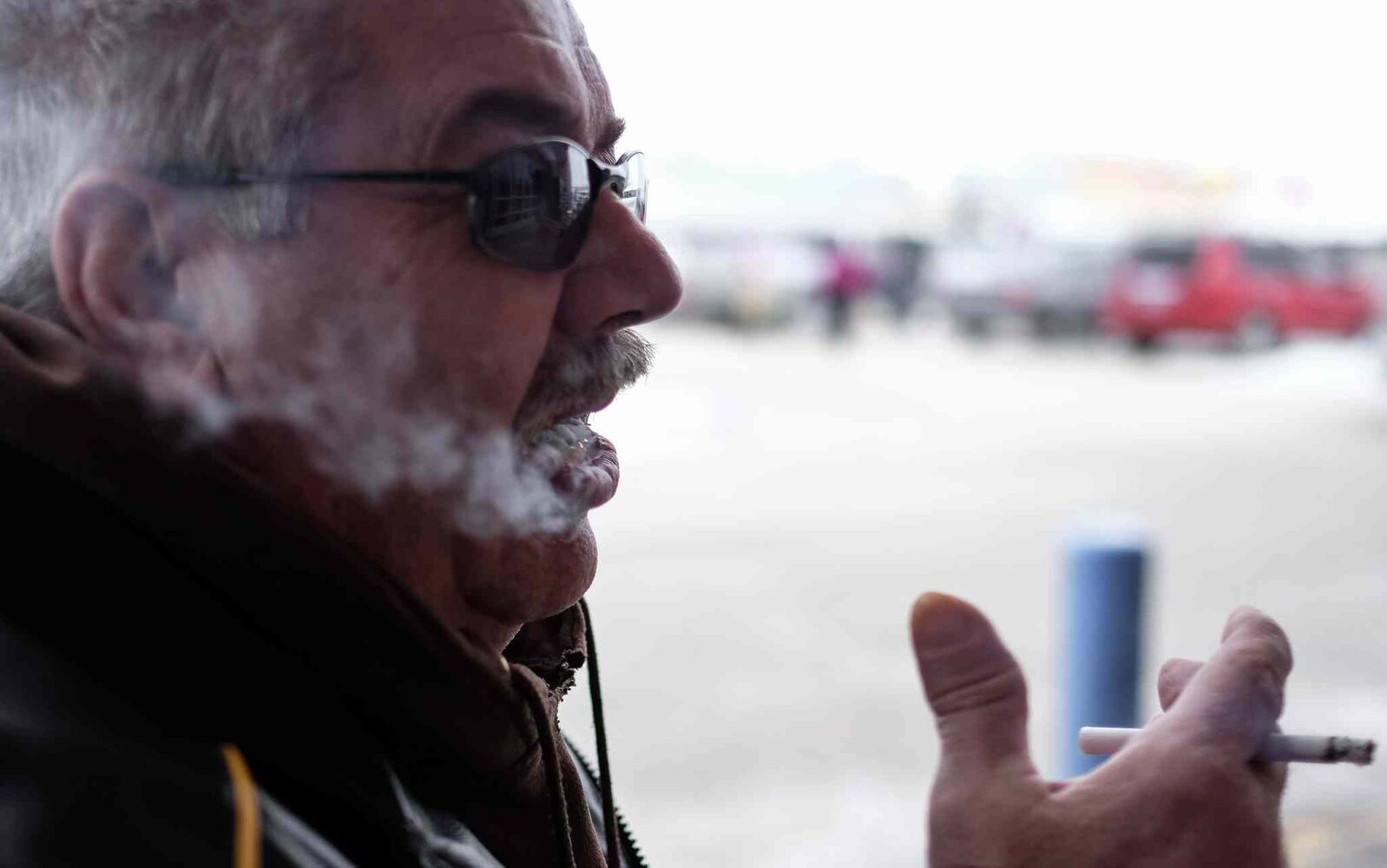 Quitting smoking is hard, Tom works at it but... MIKE DEAL / WINNIPEG FREE PRESS