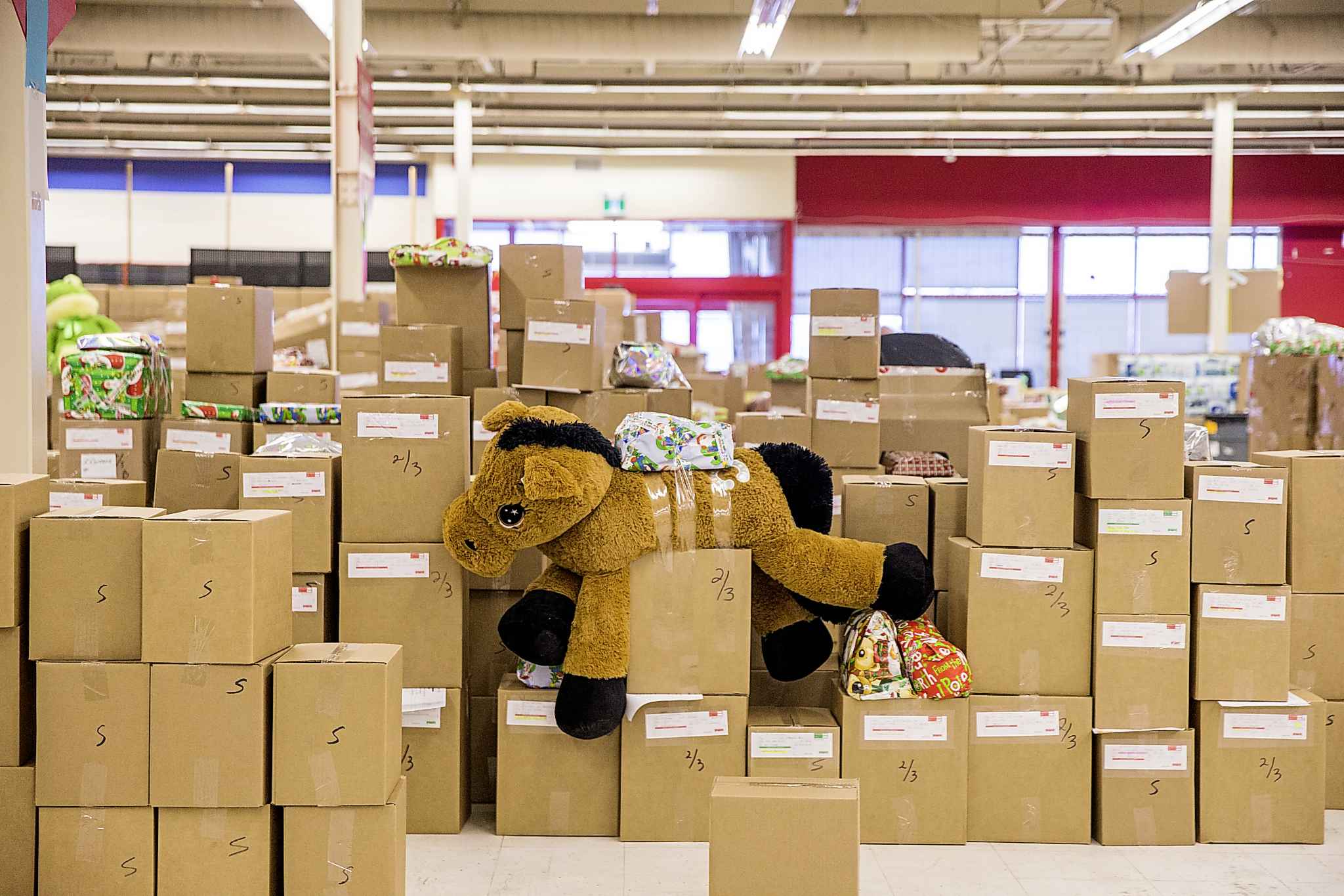 MIKAELA MACKENZIE / WINNIPEG FREE PRESS</p><p>Packed hampers await delivery.</p>