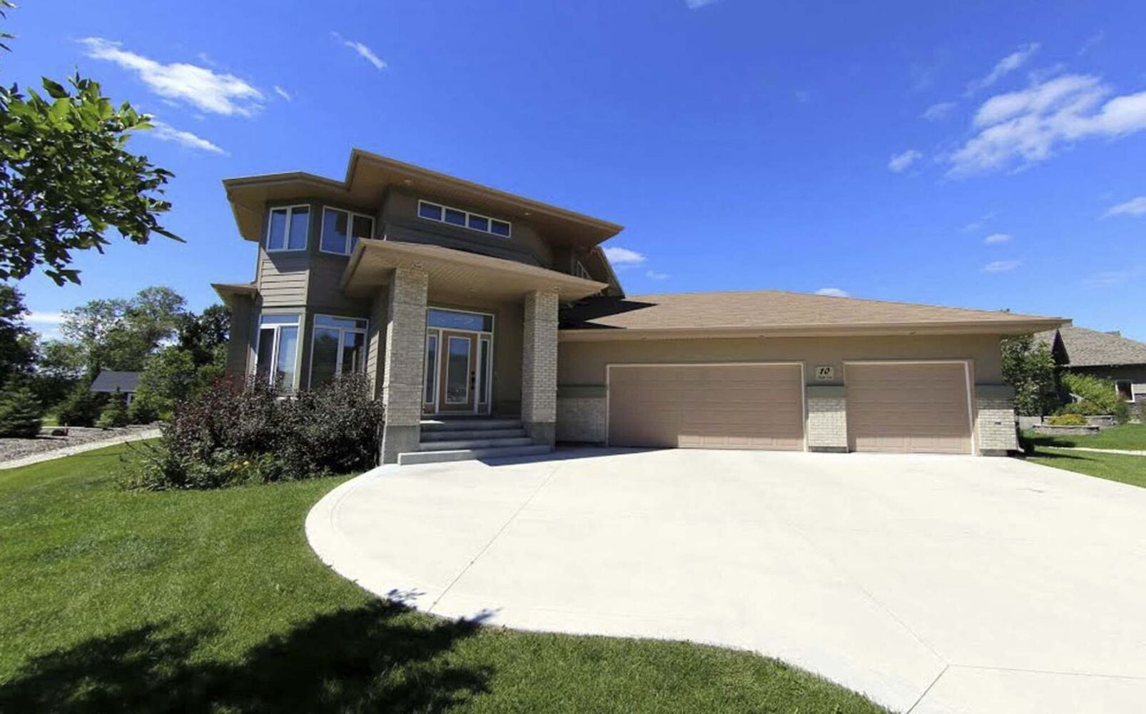 <strong>OFFERED: Assiniboine Landing</strong></p><p>ADDRESS: 10 Kuypers Lane</p><p>ASKING PRICE: $869,900</p><p>TAXES: $6,598.64</p><p>SQUARE FOOTAGE: 2,750</p><p>LOT SIZE: .5 acre lot</p><p>BEDROOMS: 5</p><p>BATHROOMS: 3.5</p></p>