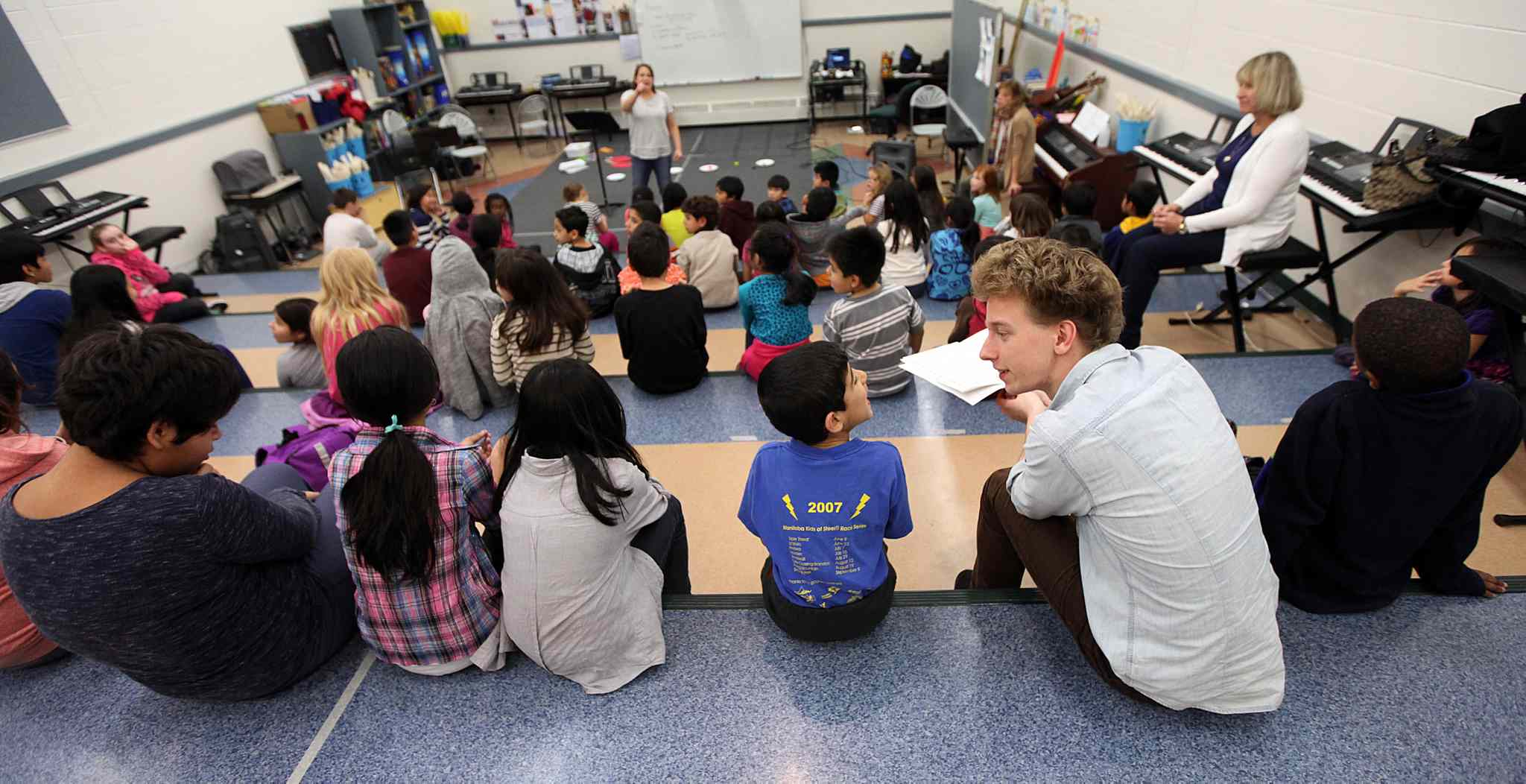 John Sellick (WSO) Sistema Instructor works with Students from King Edward School.