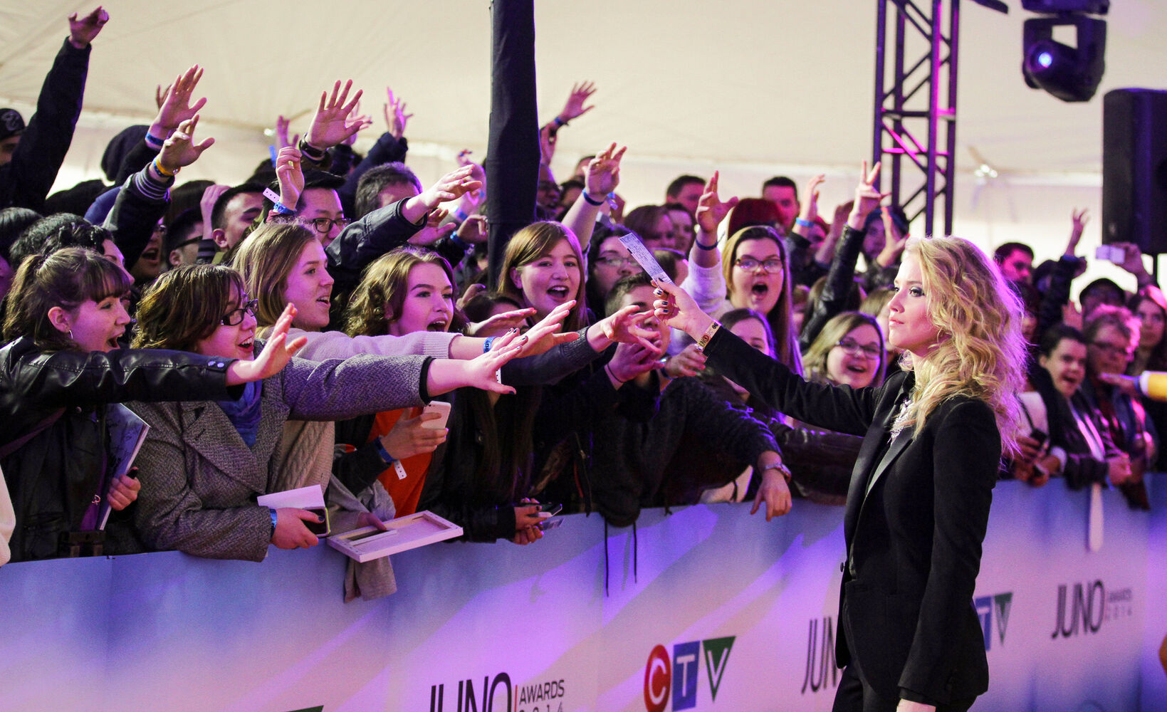 Fans at the Junos 2014 red carpet arrival.