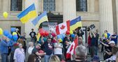 Ukrainian, Russian supporters clash at Victory Day parade