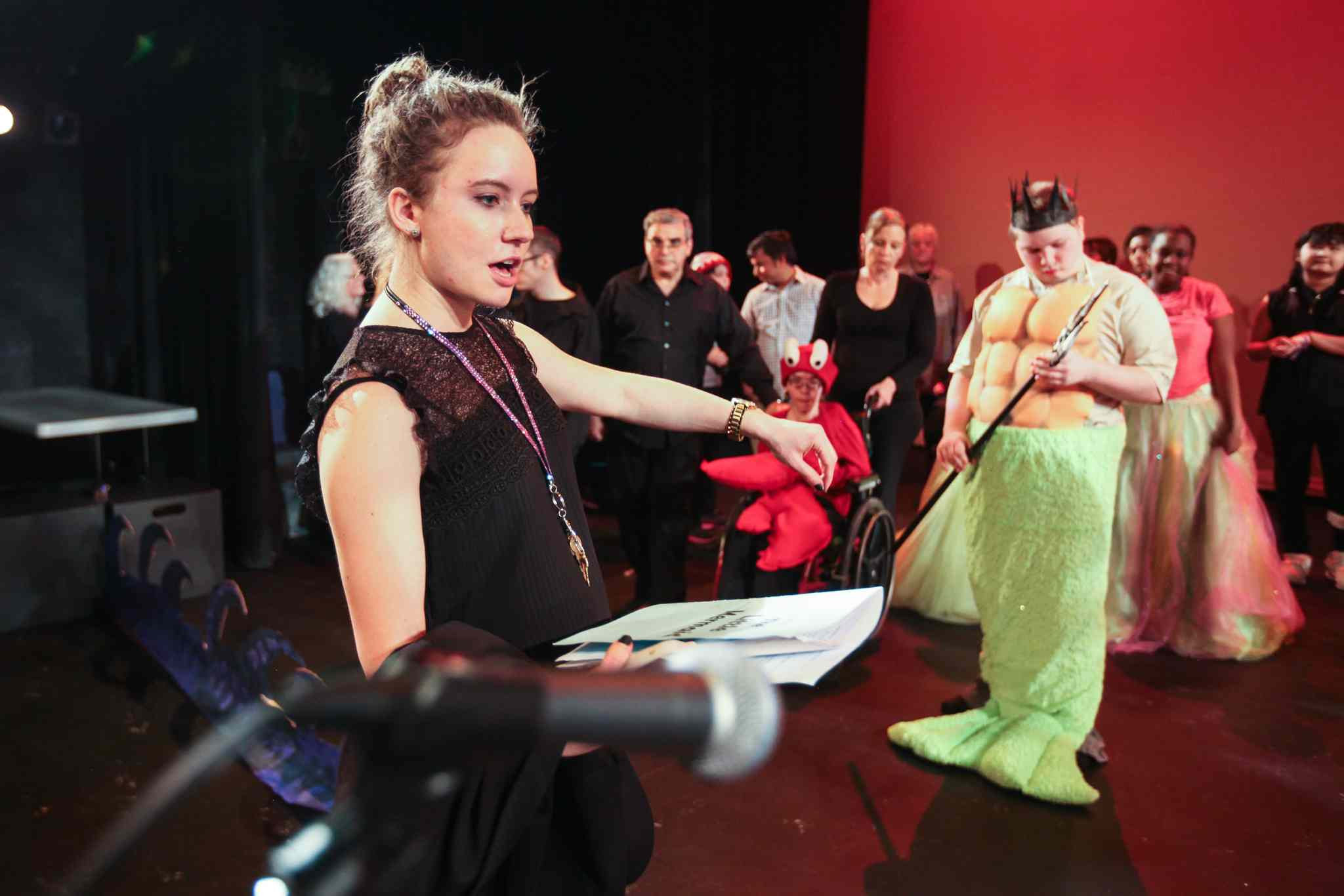 Ashley Fredette speaks to the cast during the dress rehearsal. (Ruth Bonneville / Winnipeg Free Press)