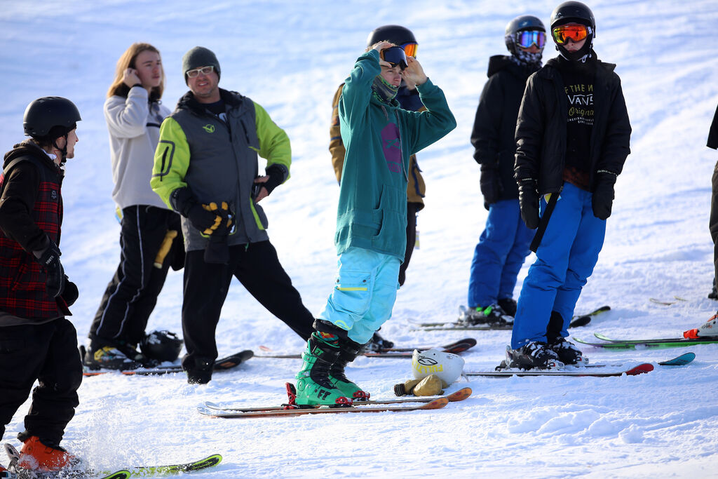 Prior to Christmas, the number of days that qualify as snowmaking days has dropped by 15 in this region, affecting everything from ski resorts, such as Stony Mountain (above) to the skating trail at The Forks. (Trevor Hagan / Winnipeg Free Press files)