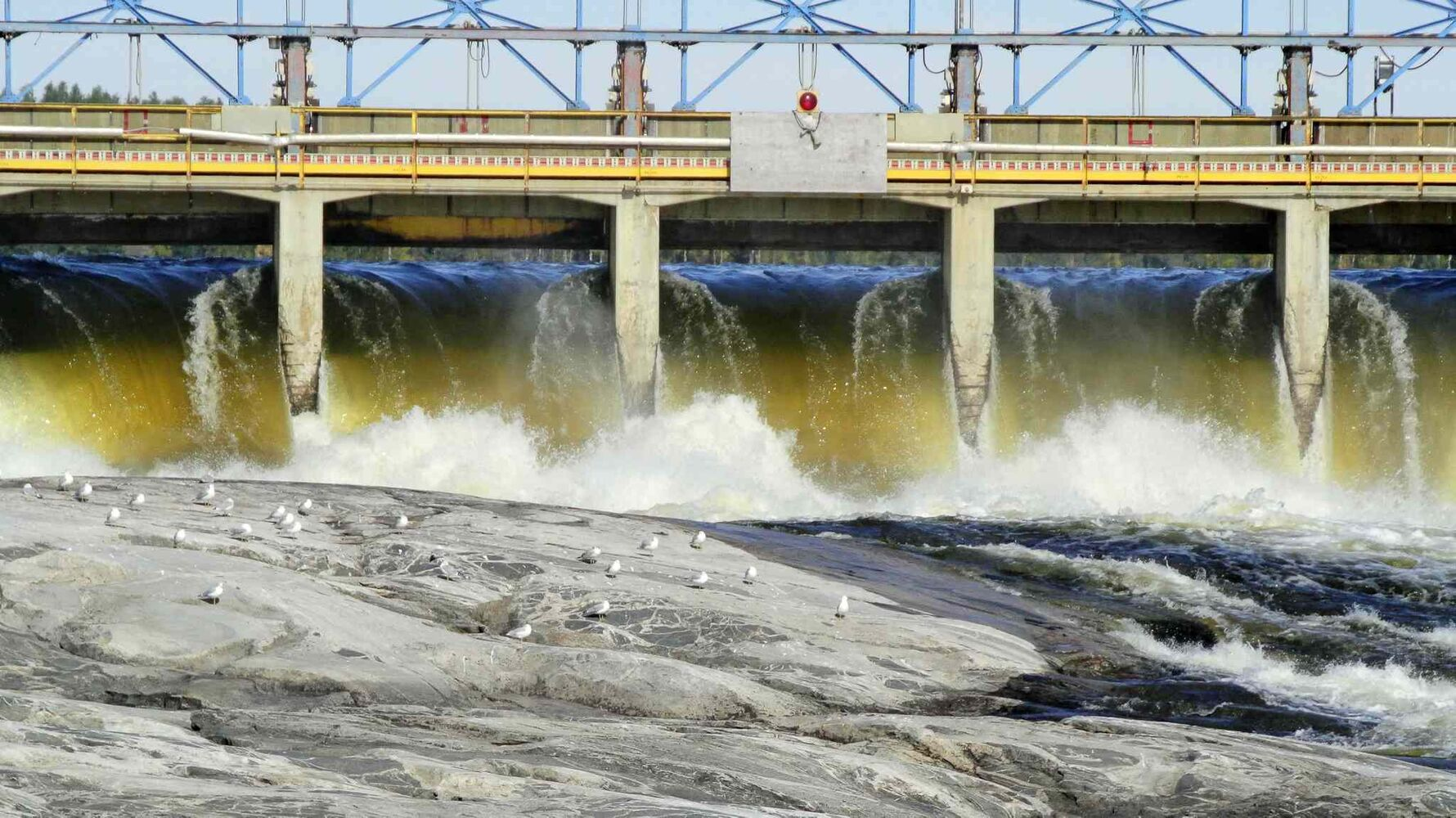 The old spillway allows water through, but the mechanics on controlling the water is over 100 years old and very dangerous for employees who manage the dam.  MIKE DEAL / WINNIPEG FREE PRESS
