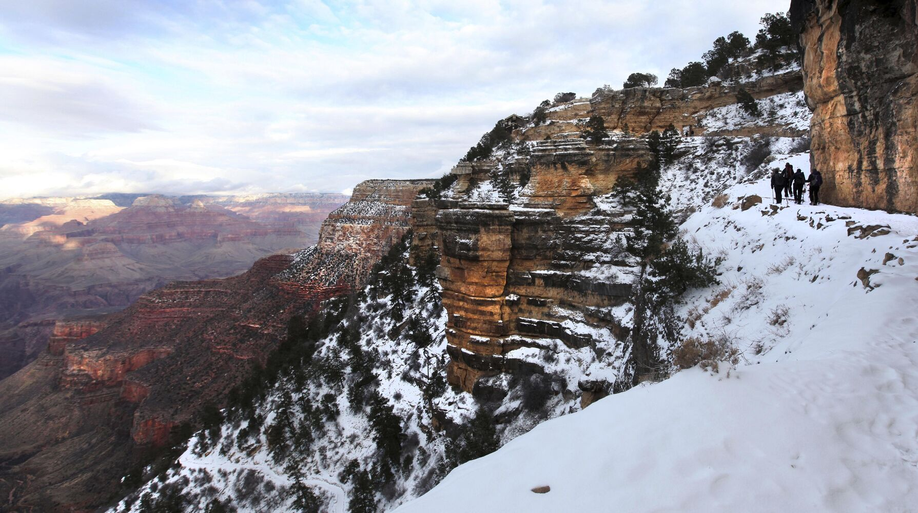 Final steps of the Bright Angel trail heading to the rim (Ruth Bonneville )