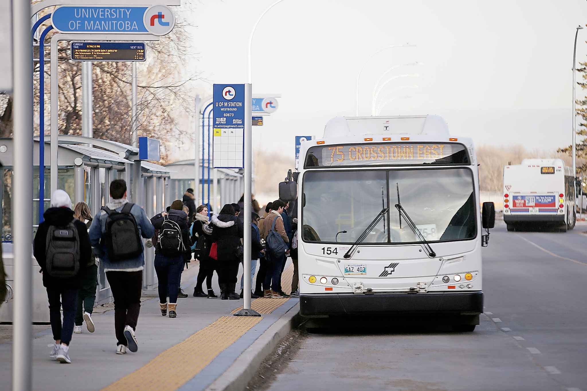 The union says the city must do more to clean buses during the COVID-19 outbreak. (John Woods / Winnipeg Free Press files)