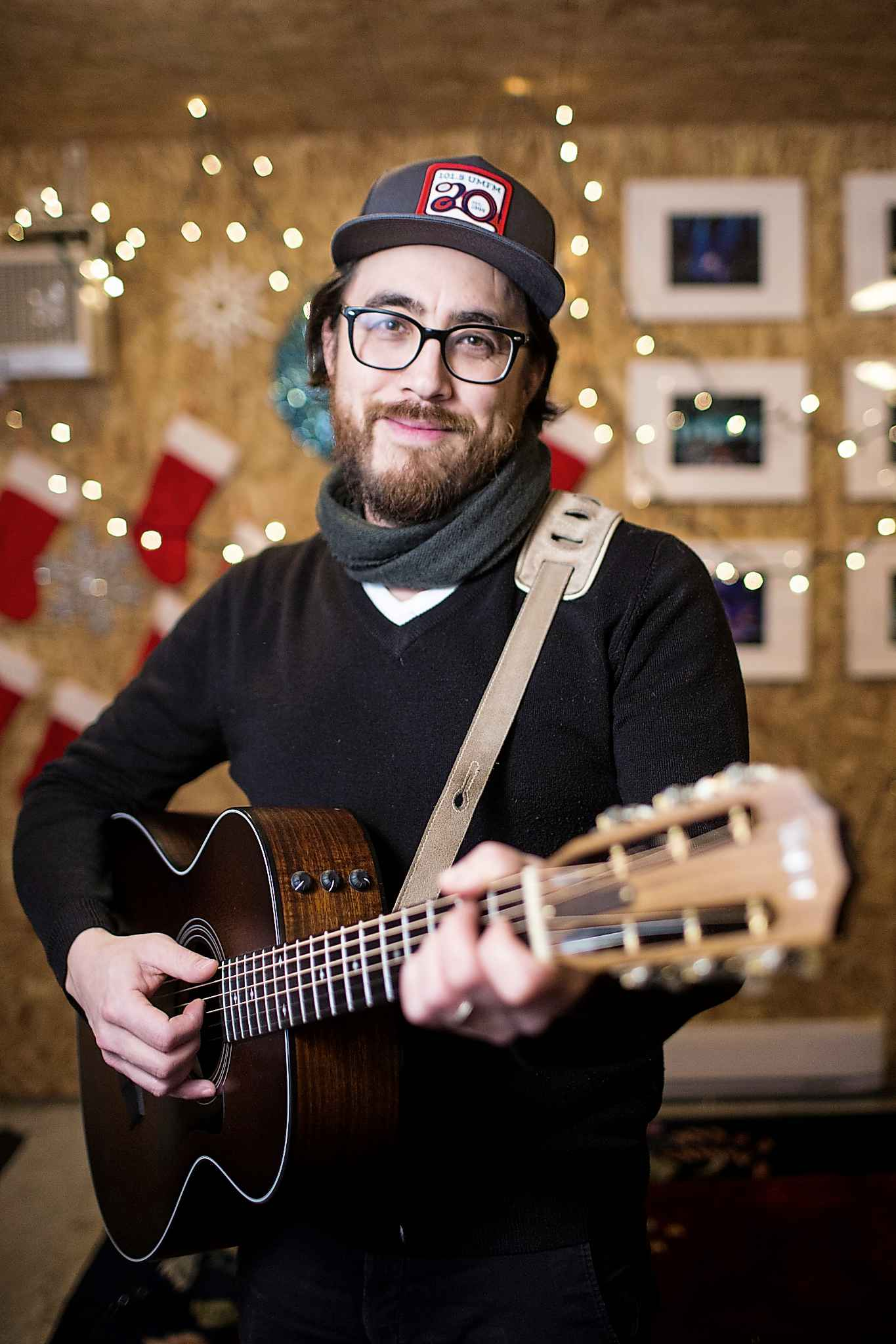 J.P. Hoe just celebrated the 15th anniversary of his Hoe Hoe Holiday Show and releaesd the album, Brighten Up the Night. (Mikaela MacKenzie / Winnipeg Free Press files)