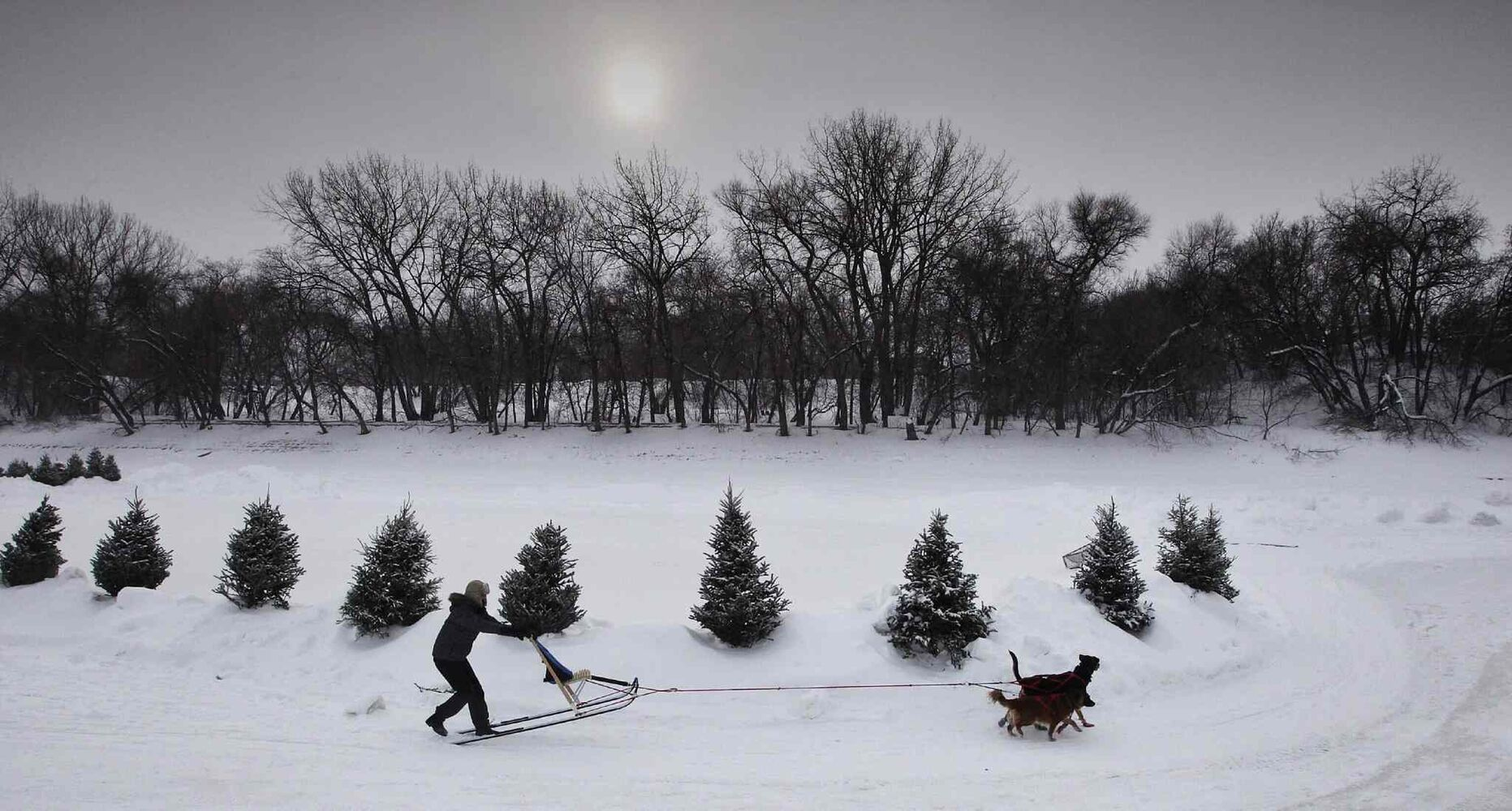 The river trail at The Forks: a fine place to spend some time. (Mike Deal / Winnipeg Free Press files)