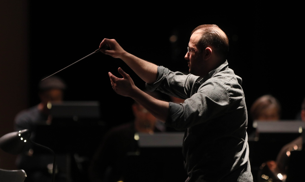 WSO conductor Julian Pellicano leads the orchestra while onstage, and even has a few lines as the DJ at the Hot Box. (Ruth Bonneville / Winnipeg Free Press)