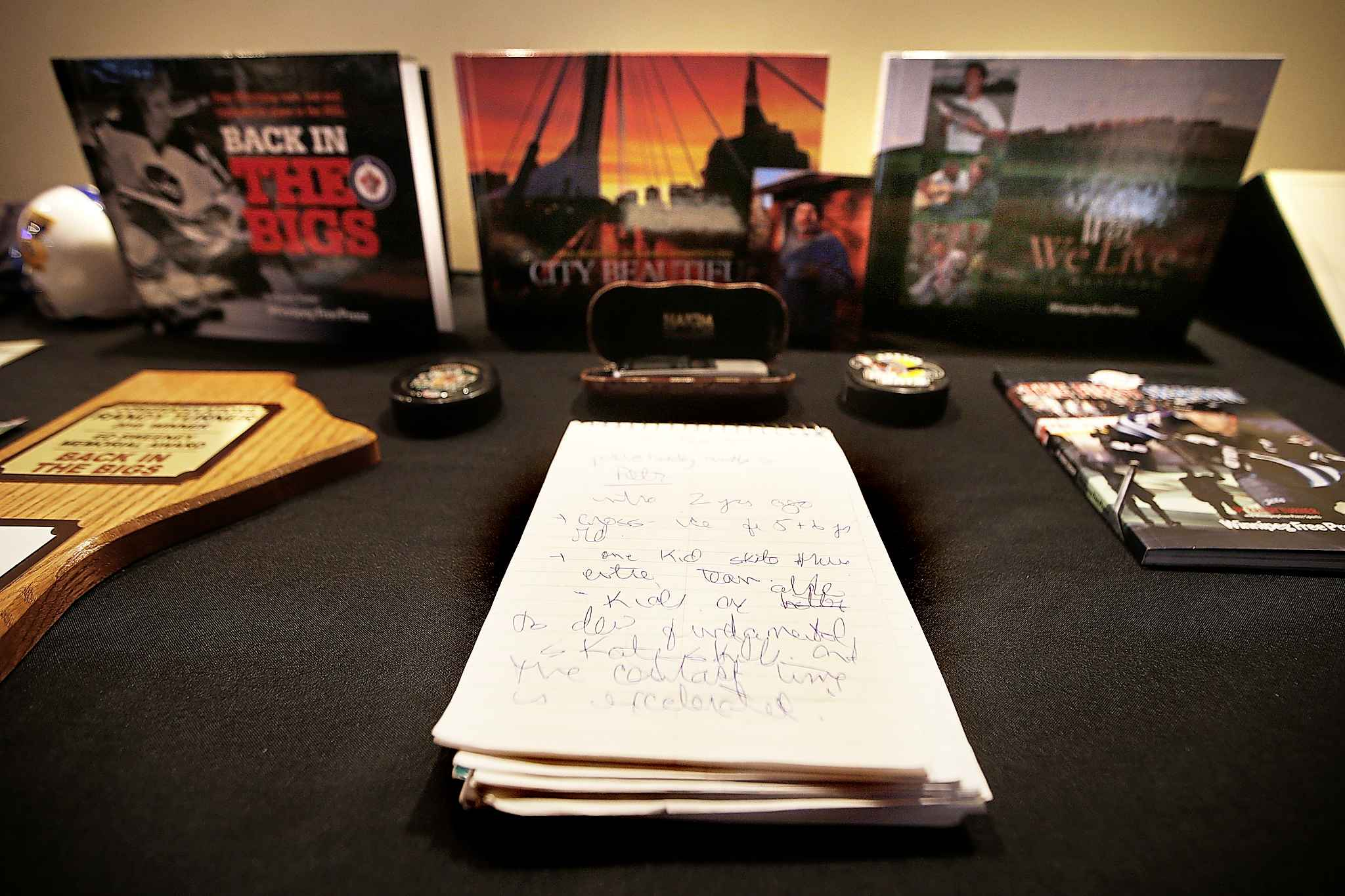 A collection of the his handwritten notes sits in front of Randy Turner's books. (JOHN WOODS / WINNIPEG FREE PRESS)