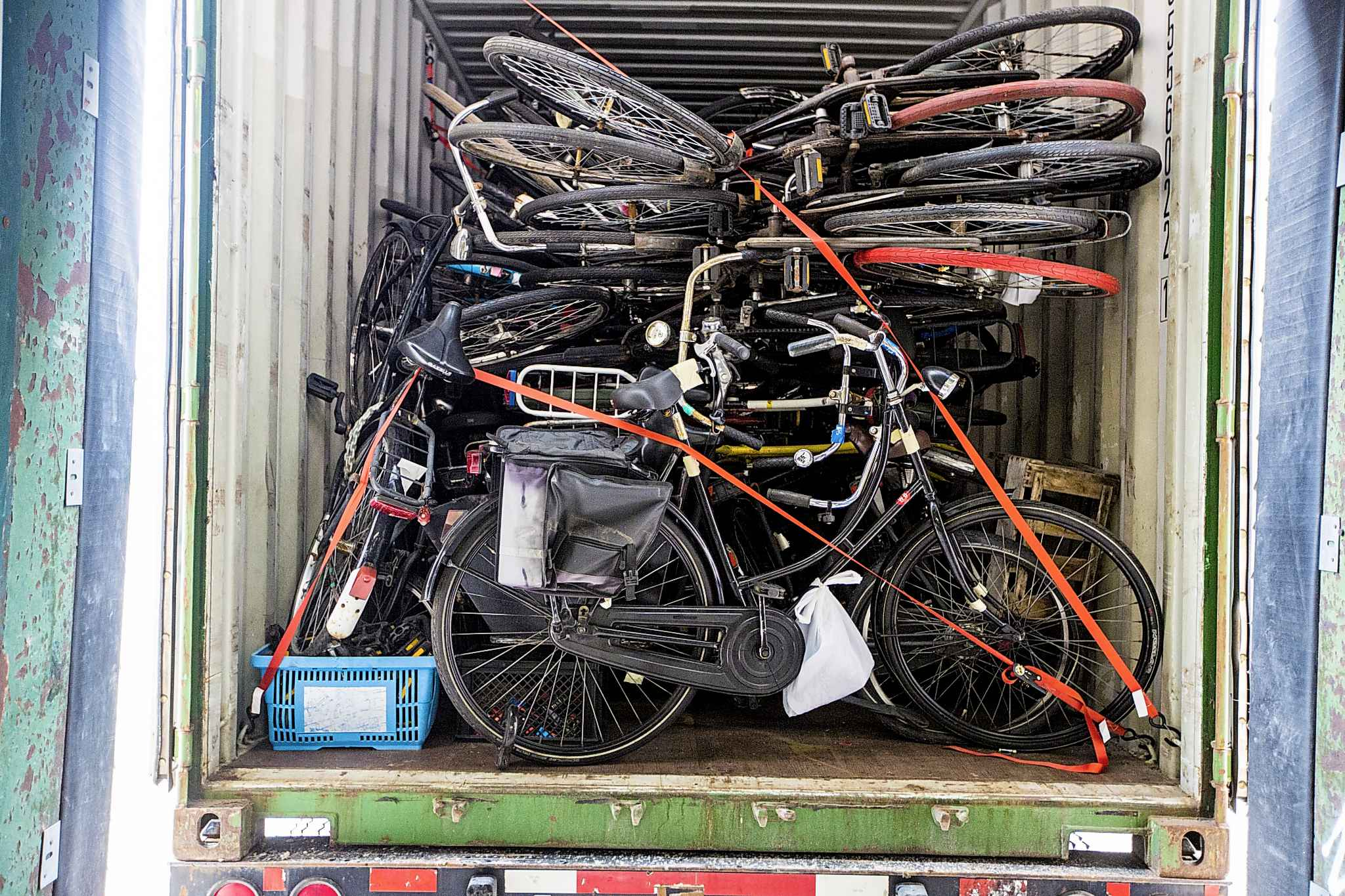 The bikes are purposefully devoid of bling, to help deter theft. (Mikaela MacKenzie / Winnipeg Free Press)