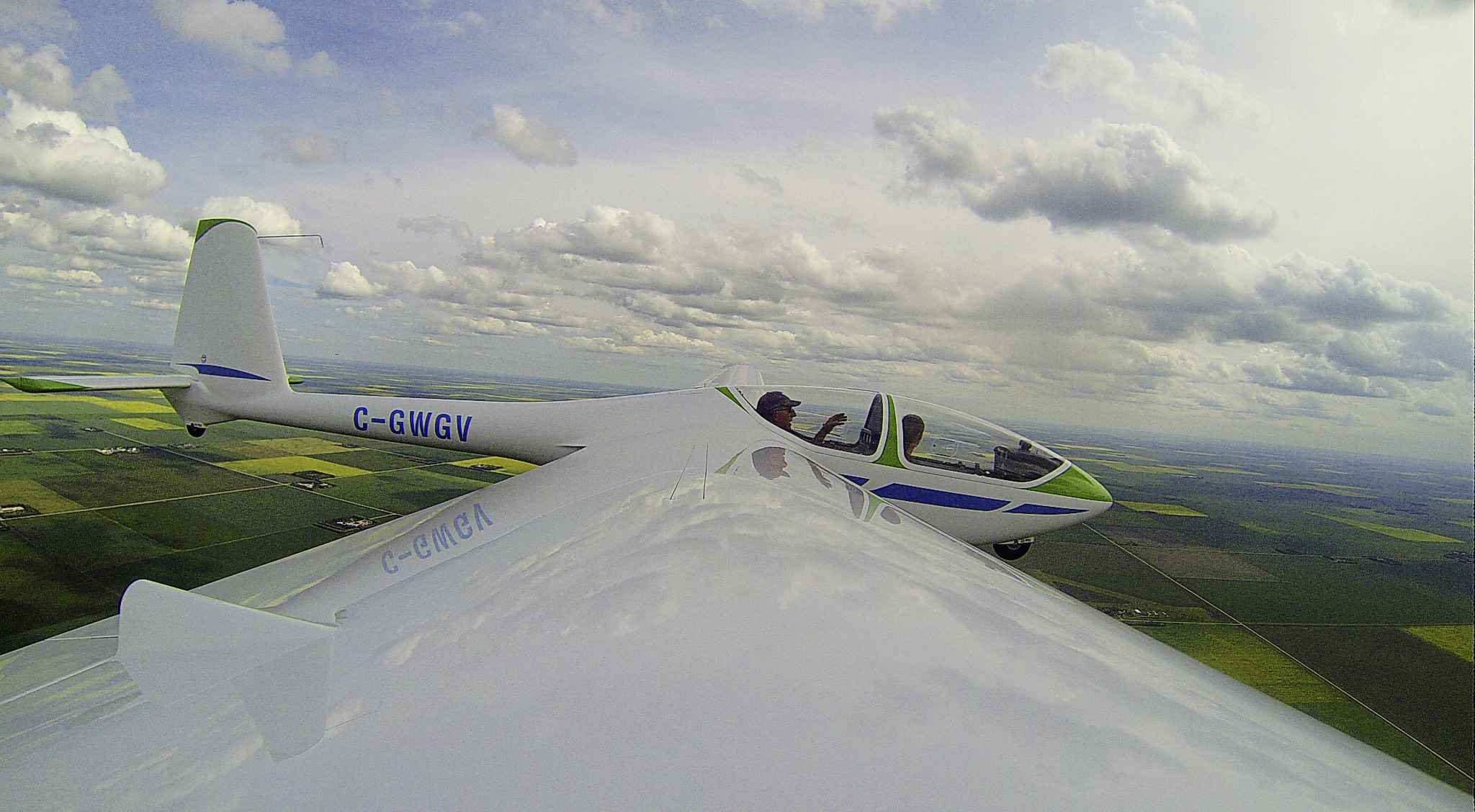 MIKAELA MACKENZIE / WINNIPEG FREE PRESS  Winnipeg Gliding Club president Mike Maskell (rear) glides above the Starbuck Airfield southwest of Winnipeg with photographer Mikaela MacKenzie.