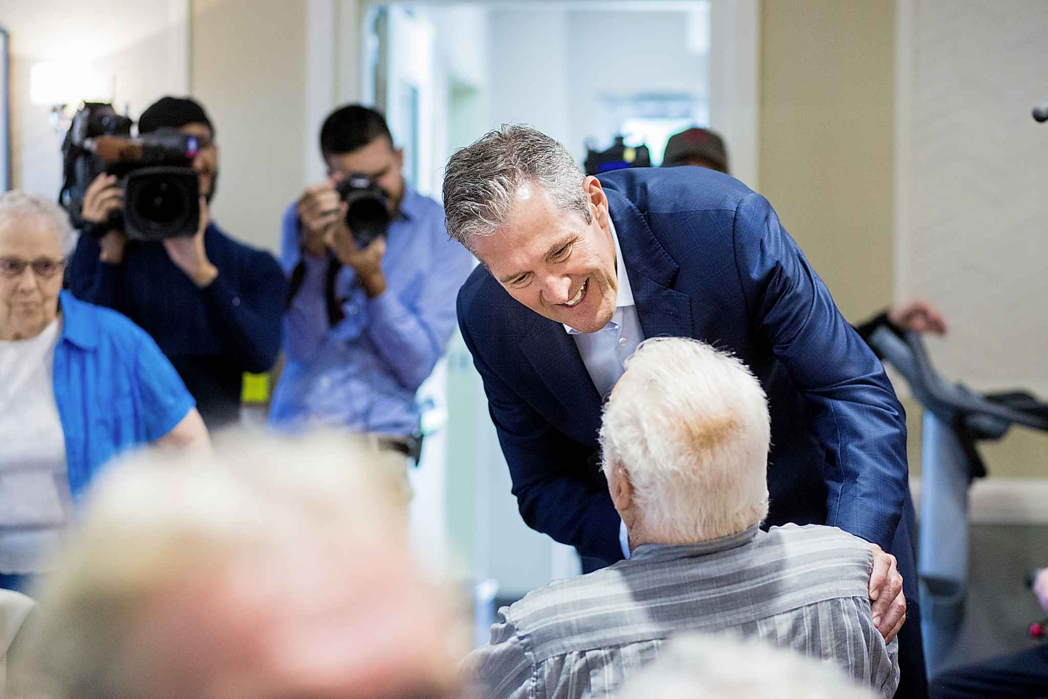 <p>MIKAELA MACKENZIE / WINNIPEG FREE PRESS </p> Progressive Conservative Leader Brian Pallister has a low approval rating yet is likely to lead his party to victory, a new poll says.