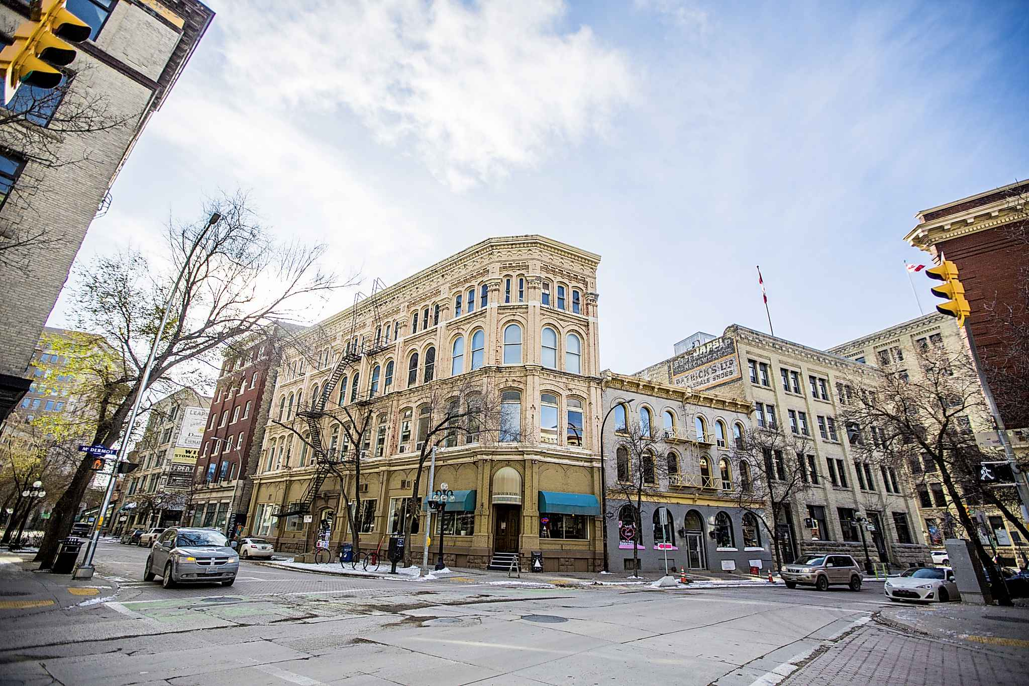 Our best bet at city building is to treat the city as a lab, testing what works and what does not, and being comfortable with the idea we're all mini-scientists adding things into the mix. (Mikaela MacKenzie / Winnipeg Free Press files)