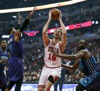 Chicago Bulls forward Pau Gasol (16) drives between Charlotte Hornets guard Mo Williams, left, and Al Jefferson during the first half of an NBA basketball game Wednesday, Feb. 25, 2015, in Chicago. (AP Photo/Charles Rex Arbogast)