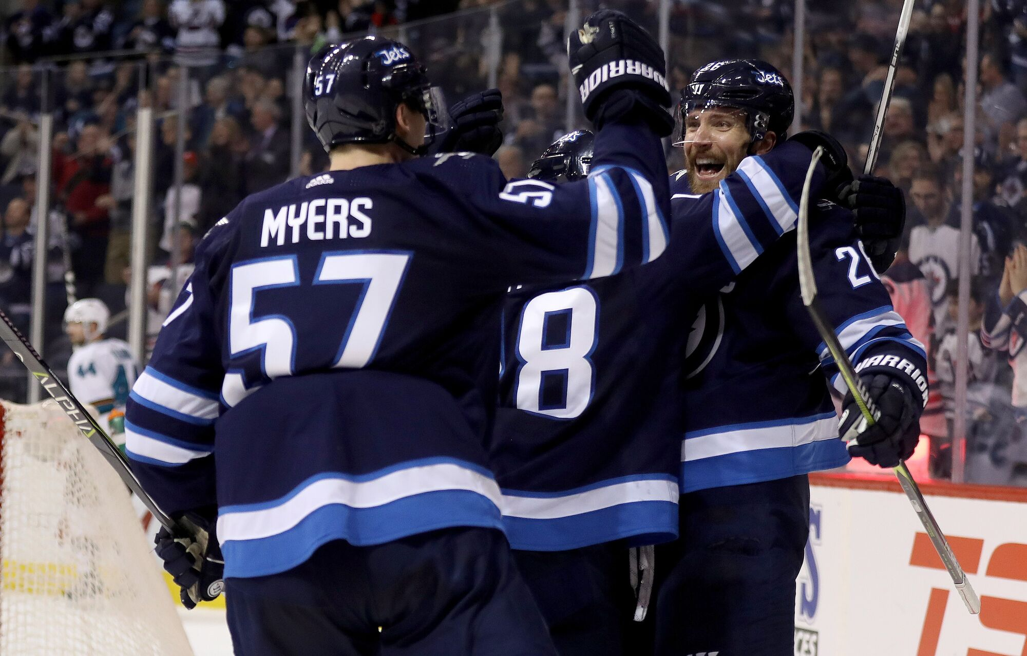 Jets cruise past slumping Sabres