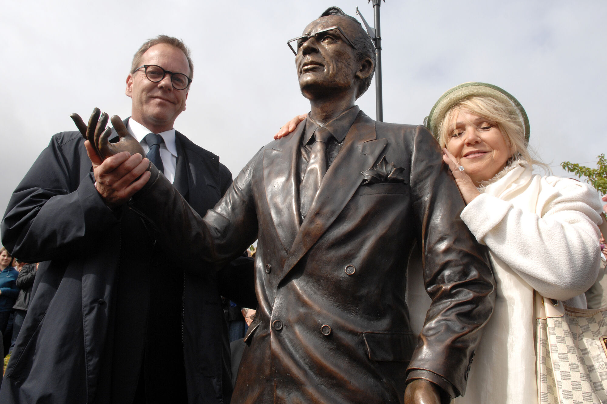 Canadian actor Kiefer Sutherland (left), grandson of former Saskatchewan premier Tommy Douglas, with world-renowned sculptor Lea Vivot beside a statue of Douglas, commonly known for bringing universal health care to Canada.