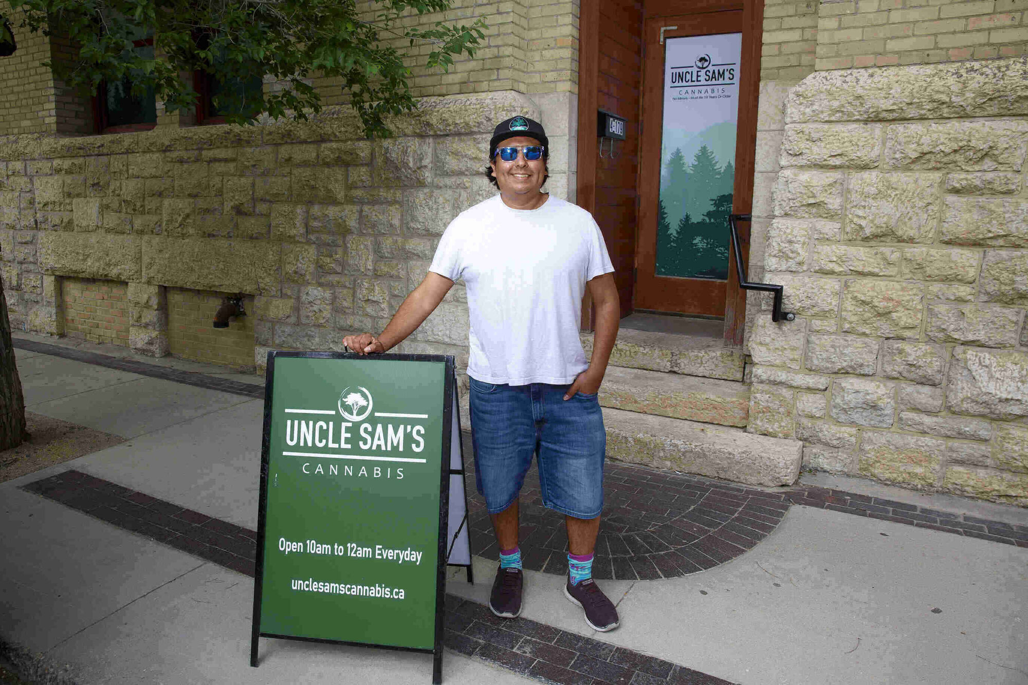 MIKE DEAL / WINNIPEG FREE PRESS  Josh Giesbrecht, owner of a new weed store called Uncle Sam's Cannabis, 171 Bannatyne Ave.