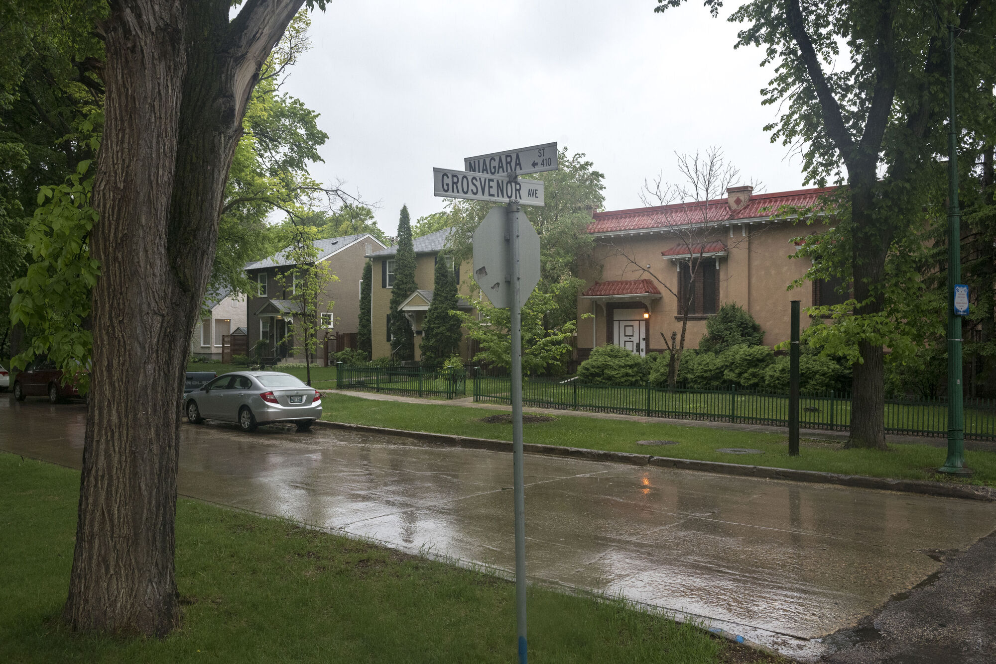 The proposed cell tower site at the corner of  Niagara Street and Grosvenor Avenue is currently home to an MTS switching station that looks like a residential property.