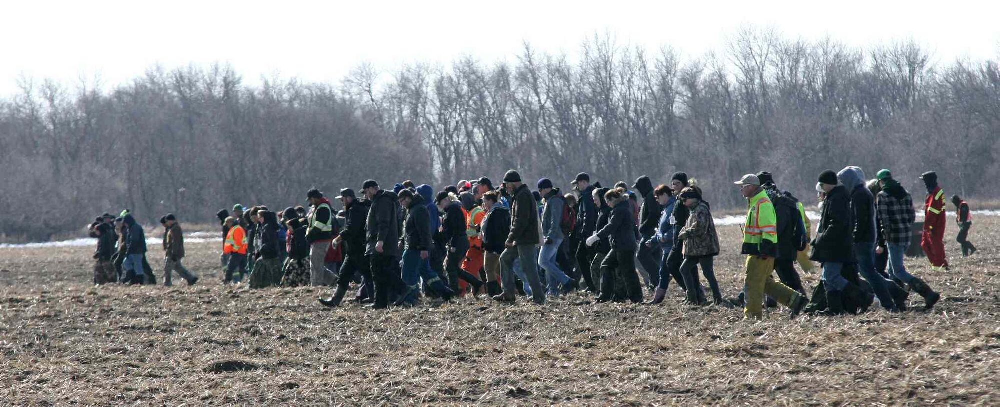 A second shift of volunteers made up of dozens of neighbours, friends and relatives begin searching in close formation in the fields surrounding the family home of two-year-old Chase Martens. The toddler went missing from the backyard of his home on Tuesday evening. (Matt Goerzen/Brandon Sun)