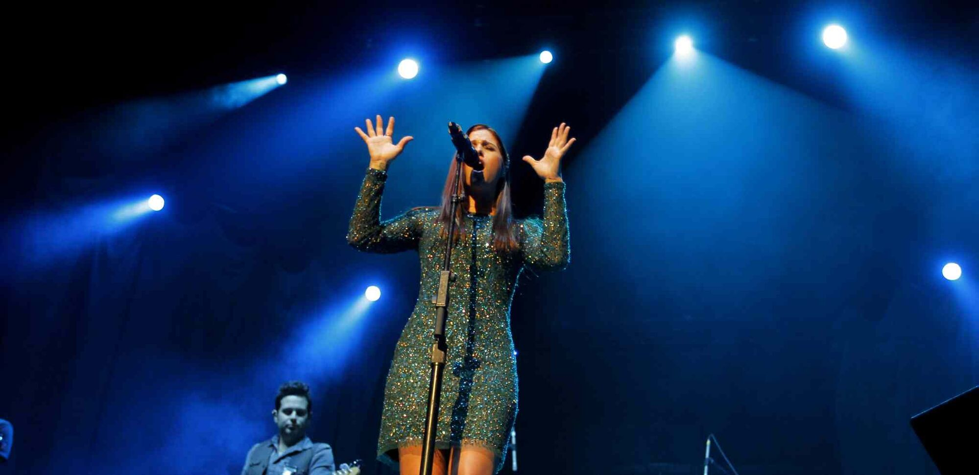 Singer-songwriter Cassadee Pope entertained the MTS Centre crowd as the opening act for Canadian country crooner Dean Brody on Wednesday night.