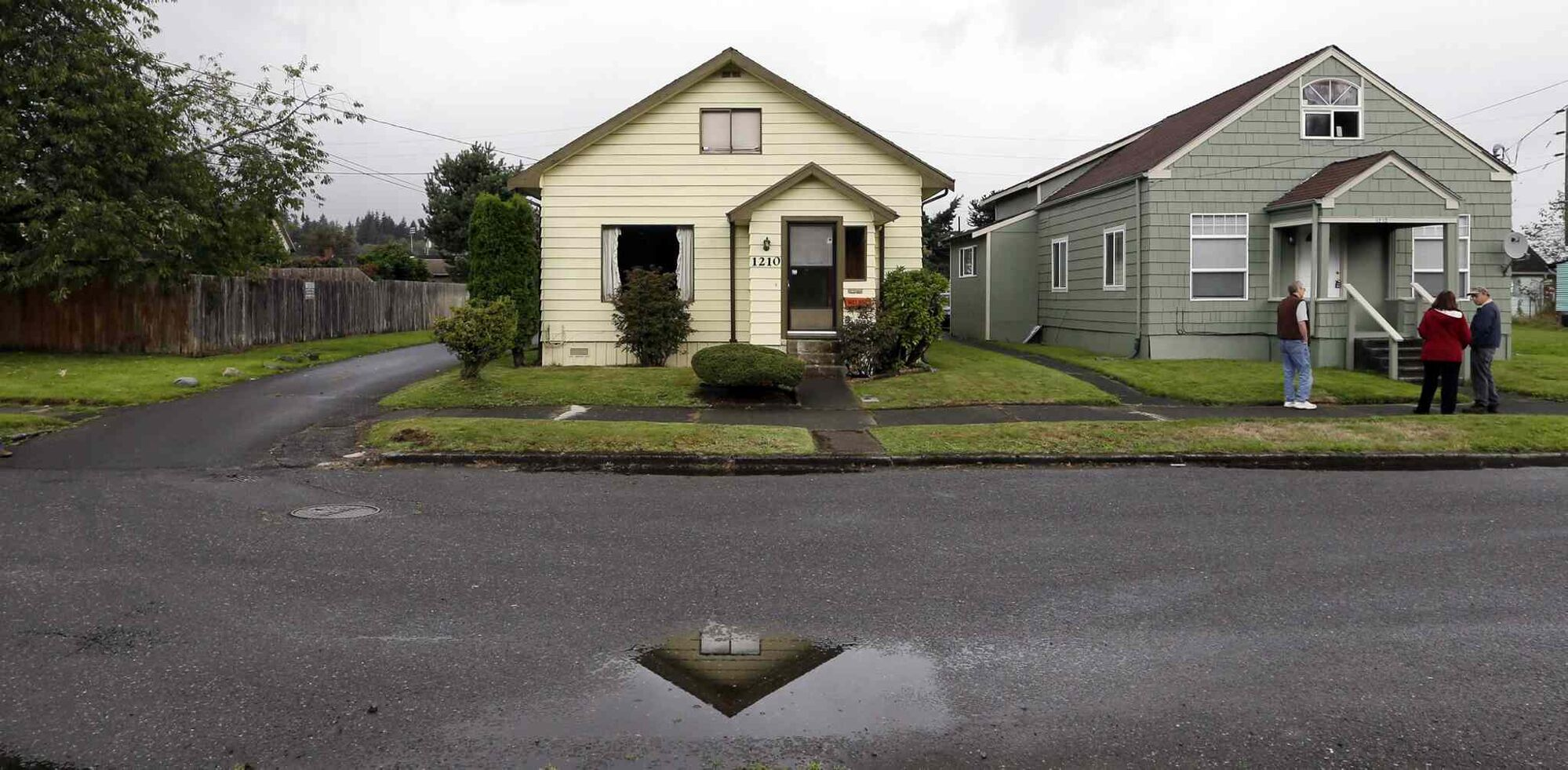This Monday, Sept. 23, 2013 photo shows the childhood home of Kurt Cobain along an alley in Aberdeen, Wash. (Elaine Thompson / The Associated Press)
