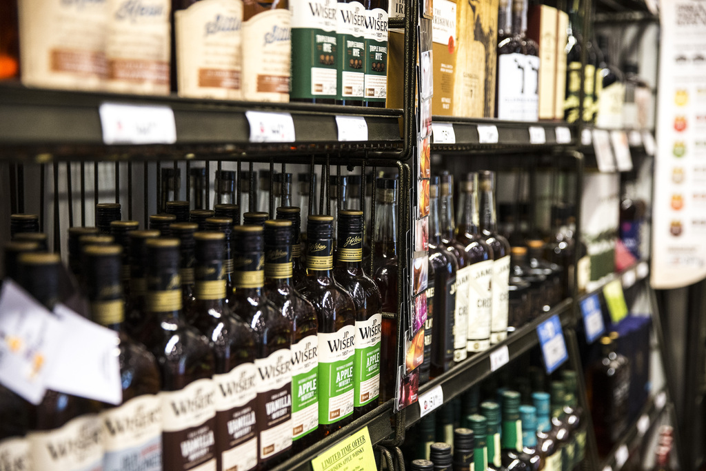 Premier Brian Pallister told a radio station the government is looking at further involving the private sector in alcohol sales. (Mikaela MacKenzie / Winnipeg Free Press files)