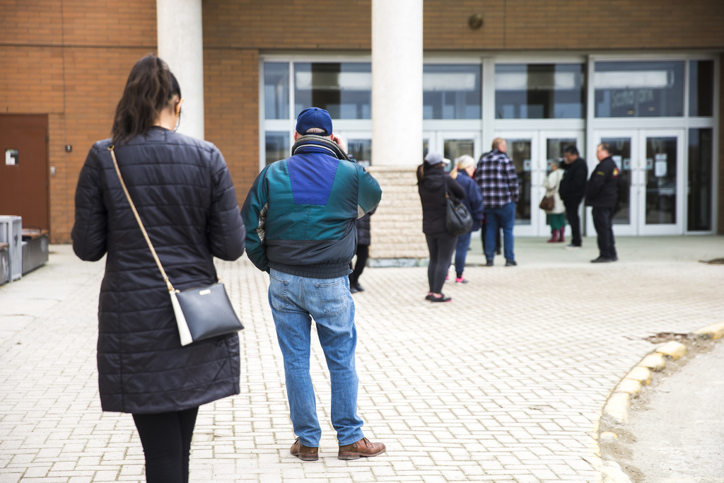 Customers line up to buy hand sanitizer and facemasks at Showcase at Polo Park on Wednesday. (Mikaela MacKenzie / Winnipeg Free Press)