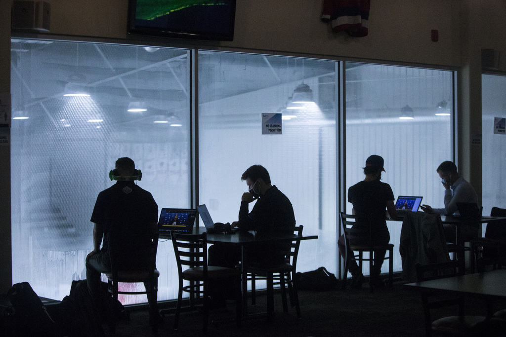 The new normal: Journalists watch the Jets practice and listen to video-based media scrums from the Press Box Restaurant at the Bell MTS Iceplex on Monday. (Mikaela MacKenzie / Winnipeg Free Press)