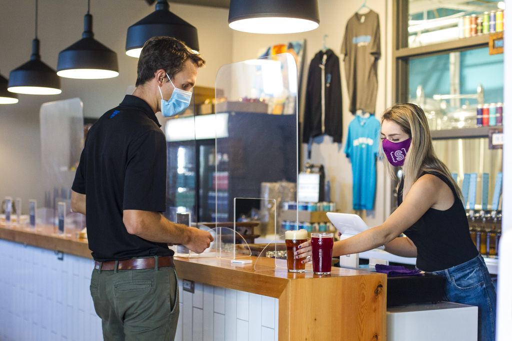 Most of Winnipeg's taprooms, including Sookram's (abvove), already have mandatory mask orders in place. (Mikaela MacKenzie / Winnipeg Free Press)