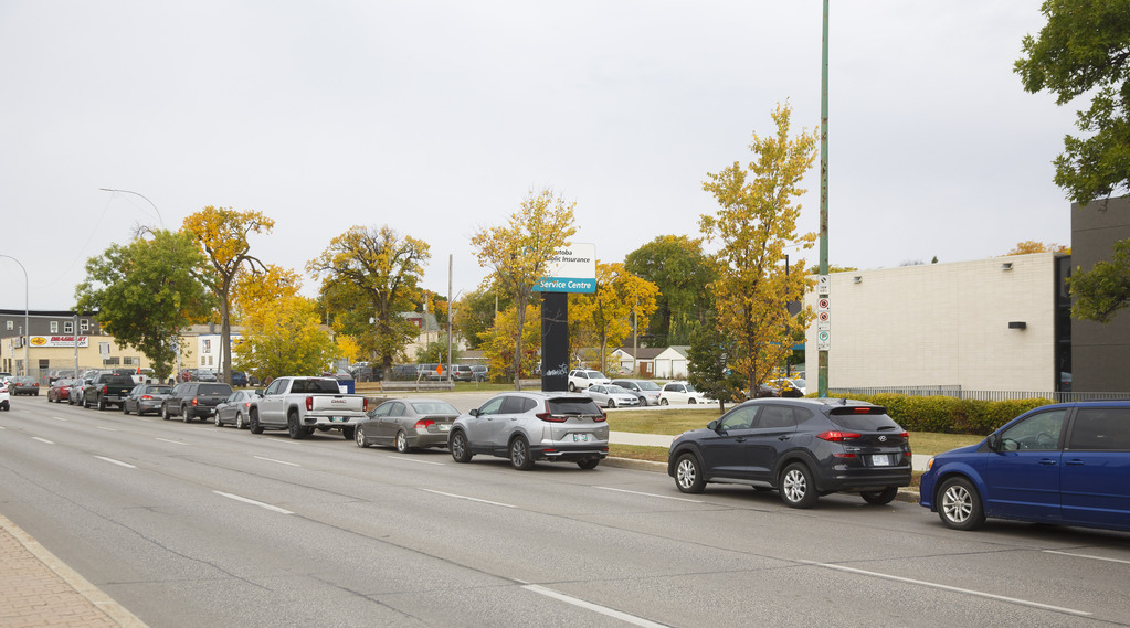 Testing sites have been busy since school started. (Mike Deal / Winnipeg Free Press)