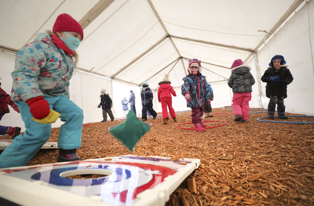 Tents have made the prospect of year-round phys-ed possible, says Sage Creek principal Marc Poirier. (Ruth Bonneville / Winnipeg Free Press)