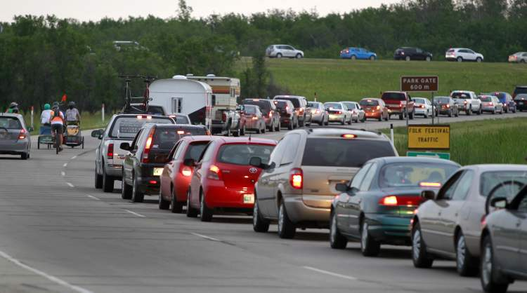 Campers line up off Highway 59 into the Birds Hill Provincial Park Wednesday morning for the Winnipeg Folk Festival.