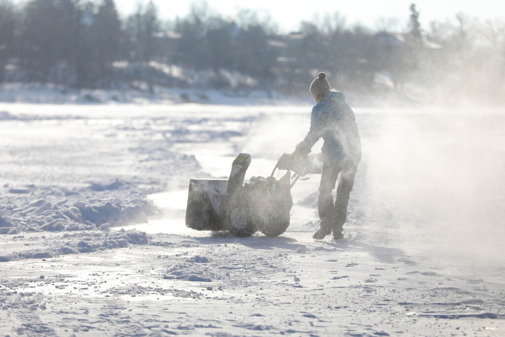 Che Edwards uses his snowblower to create a skating path connecting his rink on the Red River south of Kildonan Park to a neighbour's rink onTuesday. Edwards and his neighbours plan to have a path that runs from the Redwood bridge to Kildonan Park. (Ruth Bonneville / Winnipeg Free Press)