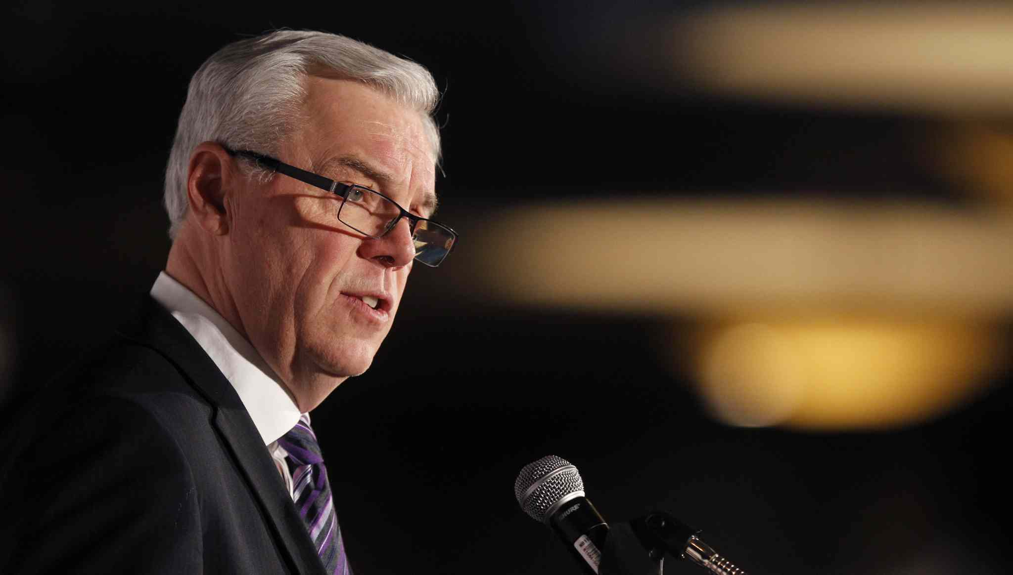 Premier Greg Selinger's popularity is on a sharp decline, according to recent poll.