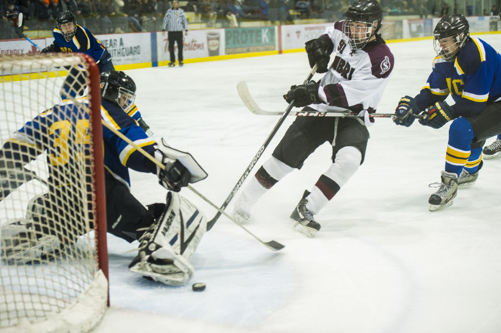 Springfield Sabres Riley Welsh (#91) looks for the goal, but comes up short against the Warren Wildcats. (DAVID LIPNOWSKI / WINNIPEG FREE PRESS)
