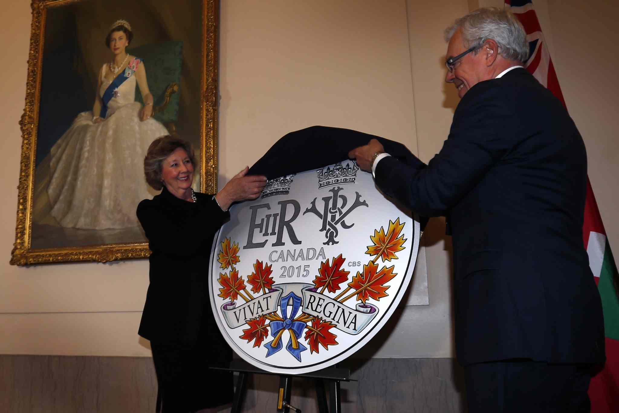 Lt.-Gov. Janice Filmon and Premier Greg Selinger unveil the design of the new Royal Canadian Mint's $20 silver collector coin to mark the historic reign of Queen Elizabeth ll at the Manitoba legislature today.
